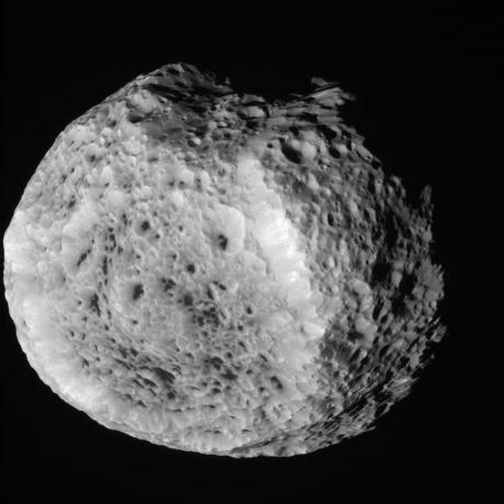 Cassini Closes in on Saturn's Tumbling Moon Hyperion [1]