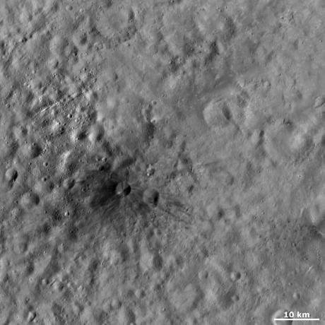 Vesta - Aricia Tholus