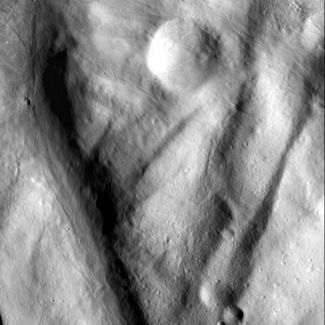 Vesta - Flowing Material