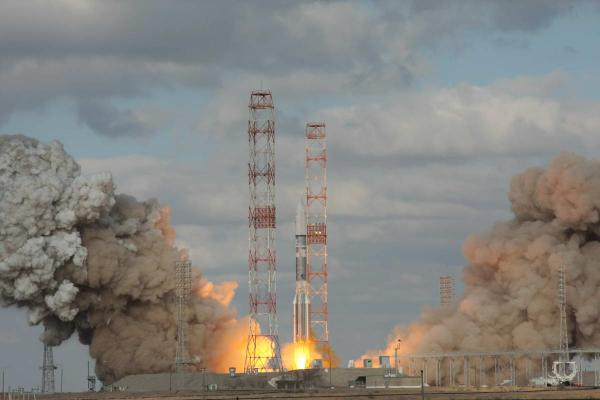 Proton M Launches Intelsat 22 Communications Satellite from Baikonur