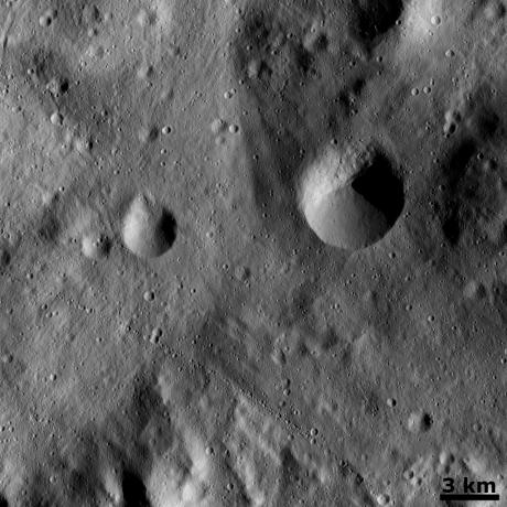 Vesta - Curved chain of small craters