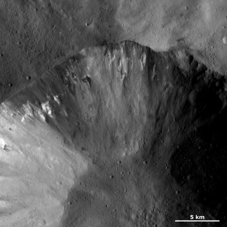 Vesta - Dark and bright material in a crater wall