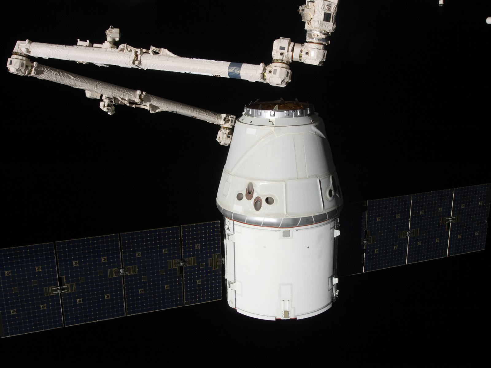 International Space Station - SpaceX Dragon - Unexplained ...