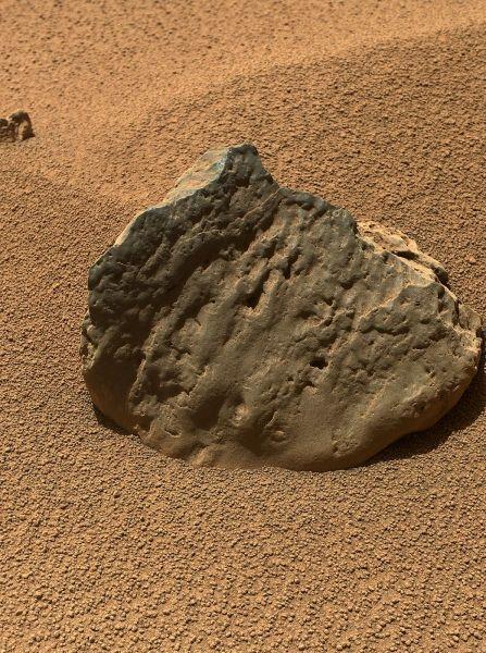 Rock 'Et-Then' Near Curiosity, Sol 82
