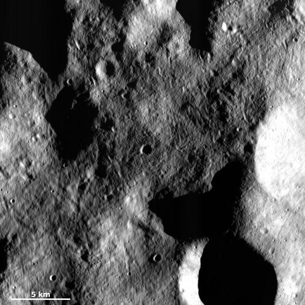 Vesta - Grooved surface