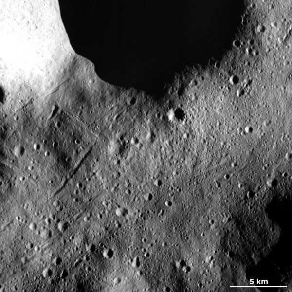 Vesta - Secondary crater chains