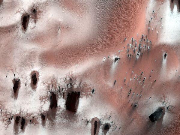 Mars Reconnaissance Orbiter: A Defrosting Mess