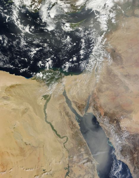 Saharan dust over the Mediterranean and Red Seas