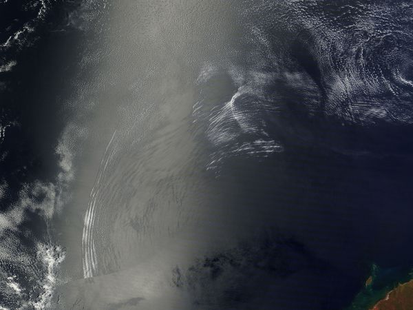 Atmospheric gravity waves off northwestern Australia