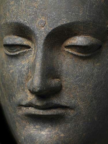 2bda12729f900bac269b71c4ca976942--stone-statues-buddha-statues.jpg.c18a2c051fa085c276a652faef0148c7.jpg