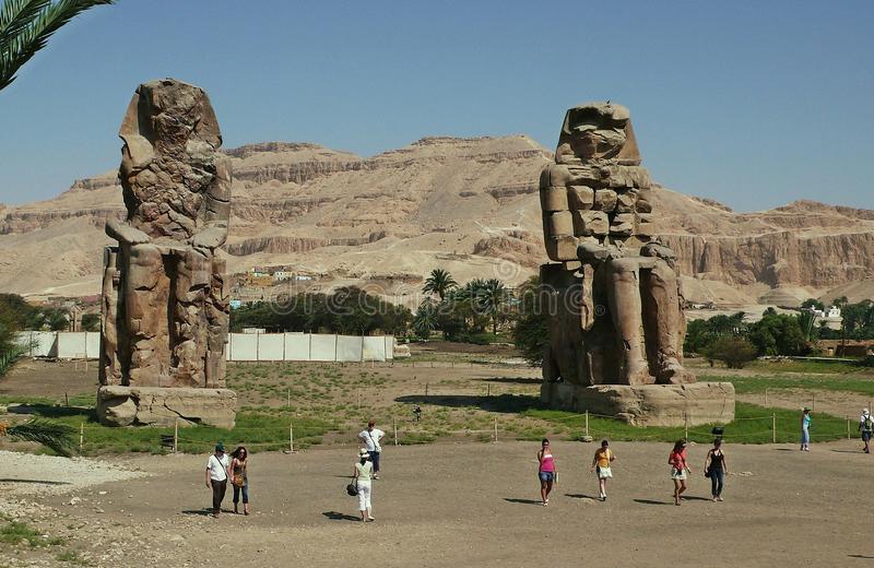 colossi-memnon-luxor-egypt-57089941.jpg.d5eba5e04a73f6d0d767e4735fc0416f.jpg