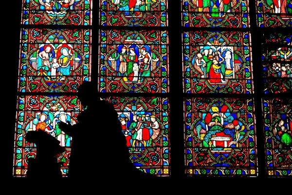 ambulatory-chapel-notre-dame-de-paris-copyright-french-moments.jpg.efd1317468929b94cb019f3ee3c57760.jpg