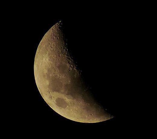 Moon_Brisbane_2014_01_07.jpg.6386c67a9974ef635a57f7a4a592206d.jpg