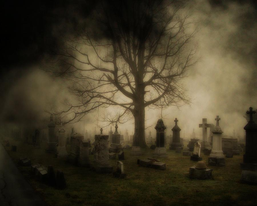 dark-foggy-graveyard-gothicrow-images.jpg.36392fed08a9ddc74c97ac85d4e62d63.jpg