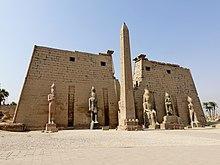 220px-Luxor-Tempel_Pylon_08.jpg.14044430355de77192f9dcbc1005f6dd.jpg