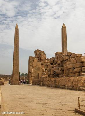 Karnak-Temple-obelisks-of-Hatshepsut-and-Thutmose-I-with-fourth-pylon-adr1603122186.jpg.bb35278720b4bf67abf025c0210be2e5.jpg