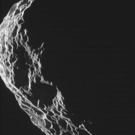 Cassini Closes in on Saturn's Tumbling Moon Hyperion [3]