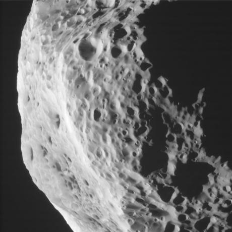 Cassini Closes in on Saturn's Tumbling Moon Hyperion [2]