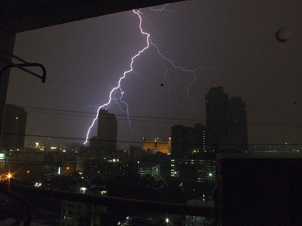 Lightning Bangkok 8/4/12