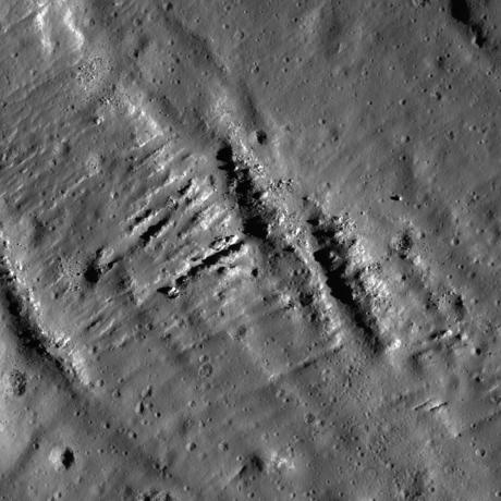 Lunar Reconnaissance Orbiter - An Impact Melt Veneer in the Highlands