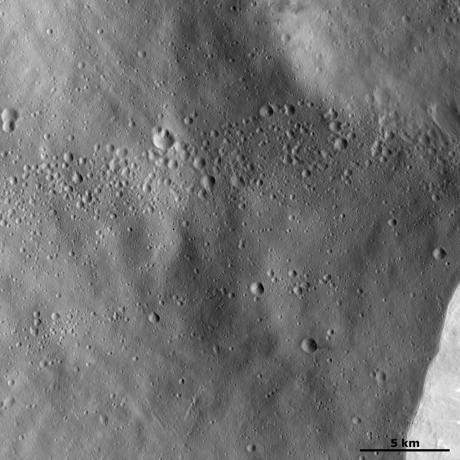 Vesta - Lines of craters