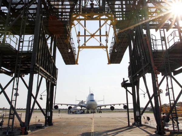 Shuttle Carrier Aircraft Arrives at Kennedy Space Center