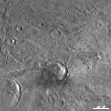 Vesta - Antonia Crater