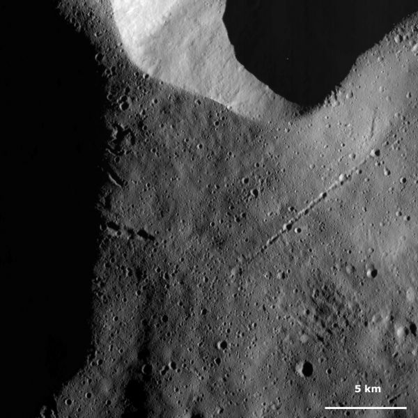 Vesta - Chains of craters