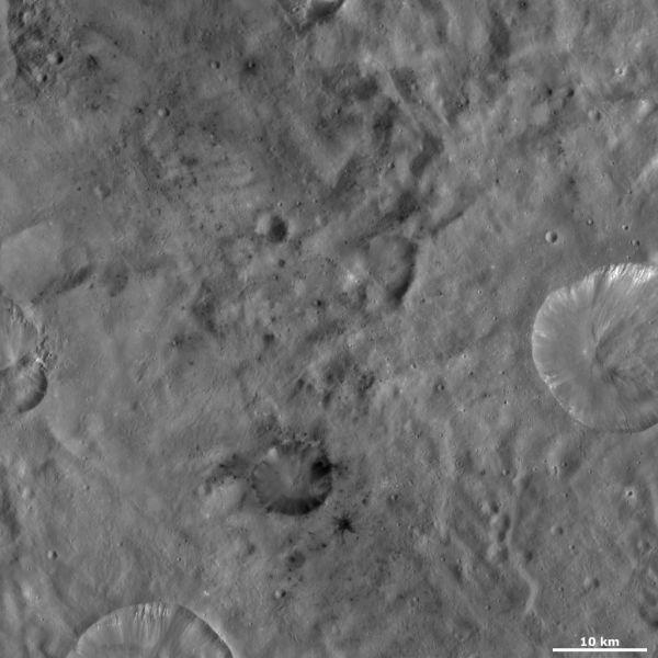 Vesta - Laelia crater