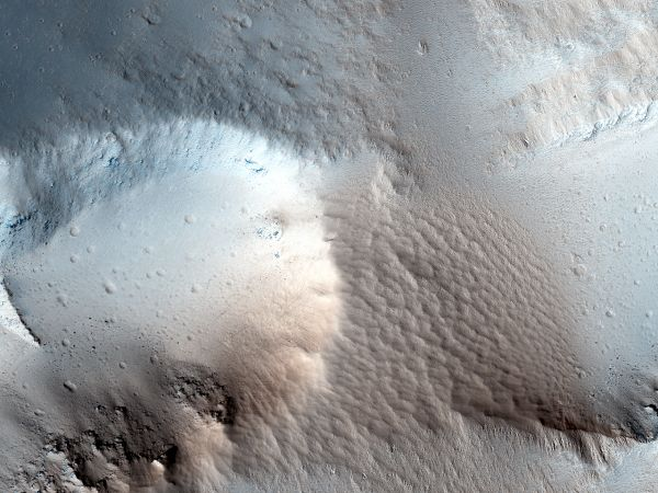 Dark Deposits around a Volcanic Fissure Adjacent to Tharsis Tholus