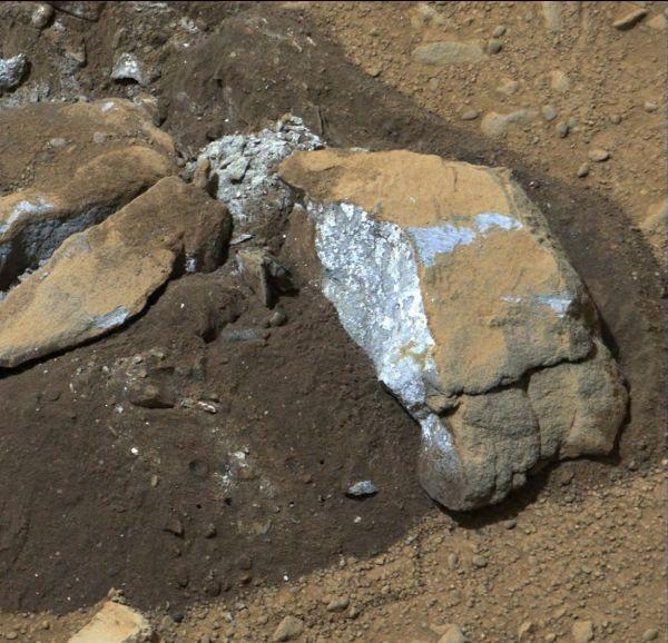 Bluish Color in Broken Rock in 'Yellowknife Bay'