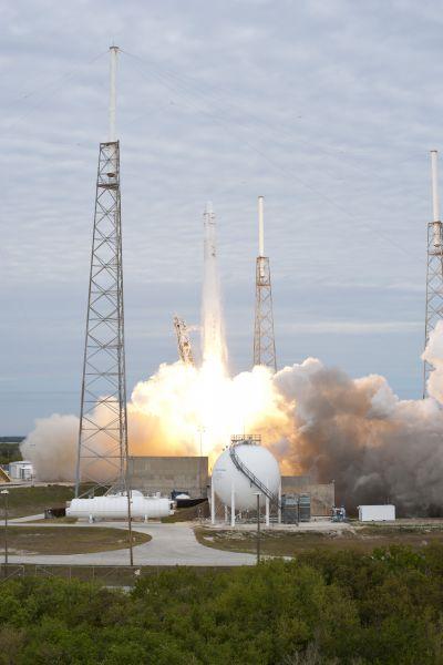Falcon 9 Liftoff!