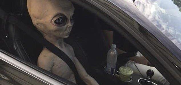 Musk posts 'strongest argument against aliens' News-alien-car