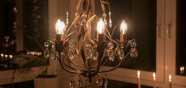 Woman is planning to marry a chandelier News-chandelier