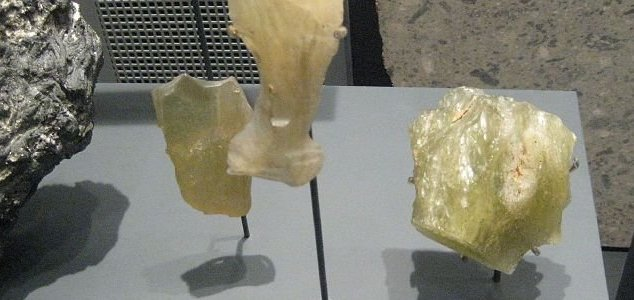Egypt's exotic canary yellow glass identified News-desert-glass