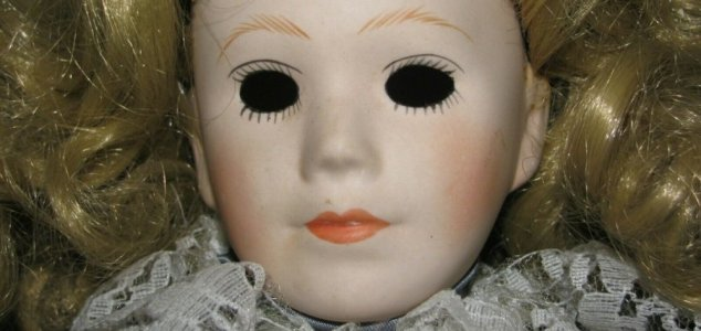 Creepy 'haunted doll' sells on eBay for $5,600 News-haunted-doll-5600-2