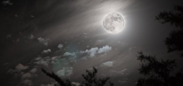 Scientists in bid to solve Moon flash mystery - Unexplained Mysteries