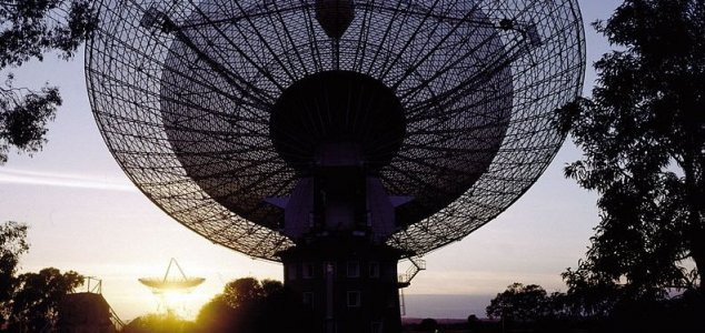 New SETI tool offers access to search papers News-parkes-telescope