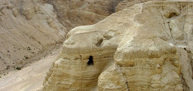 'Blank' Dead Sea Scrolls actually do contain text News-qumran-scrolls
