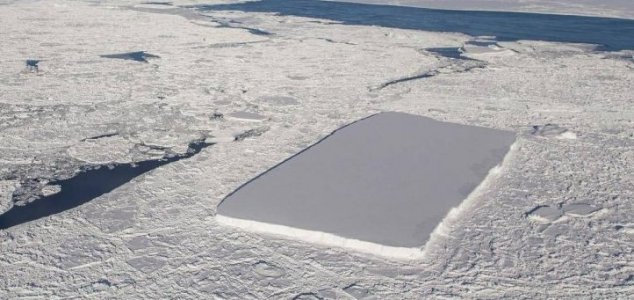 NASA photographs second rectangular iceberg News-rectangle-iceberg