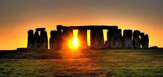Huge Neolithic circle found near Stonehenge News-stonehenge-sun