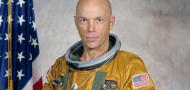 Revisited: astronaut saw 'snake' out in space News-story-musgrave