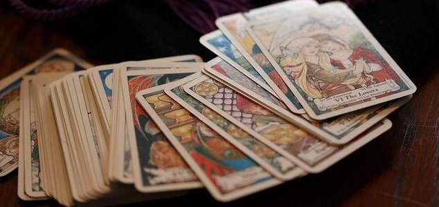 'Psychics' swindle lawyer out of $1.5 million News-tarot-deck